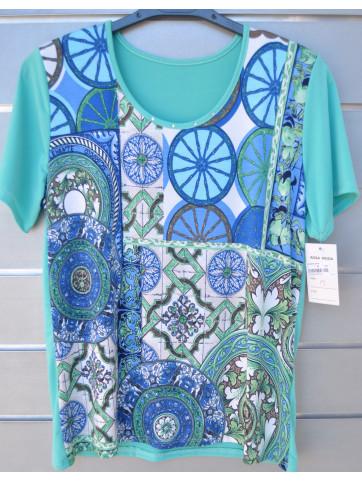 camiseta frontal estampado detras liso con piedras en el cuello